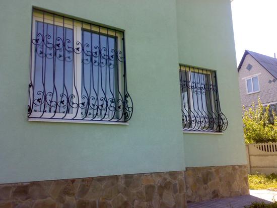 Заказываем металлические решетки на окна